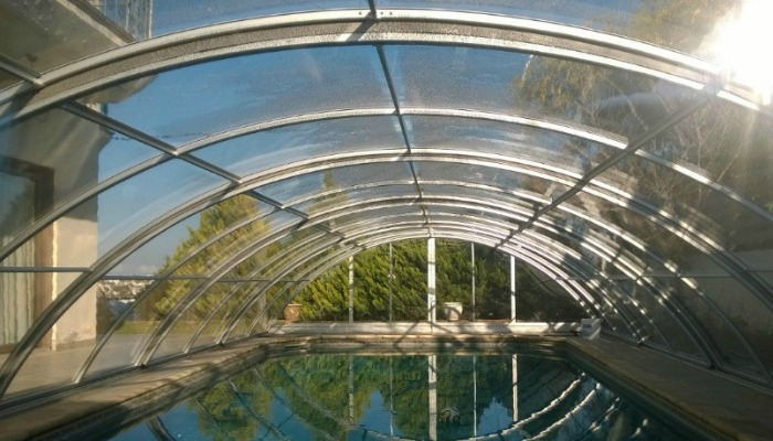 pool ecnlosure prevent leafs,debris, insects and animals