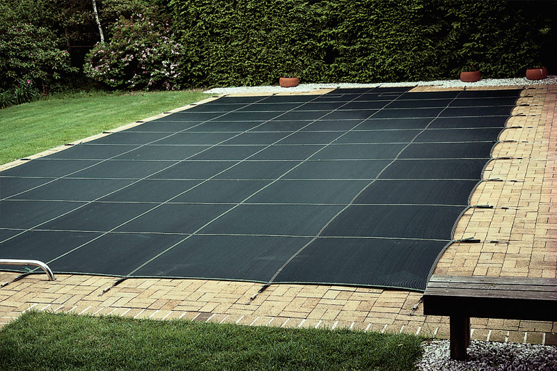 Fully fixed swimming pool cover