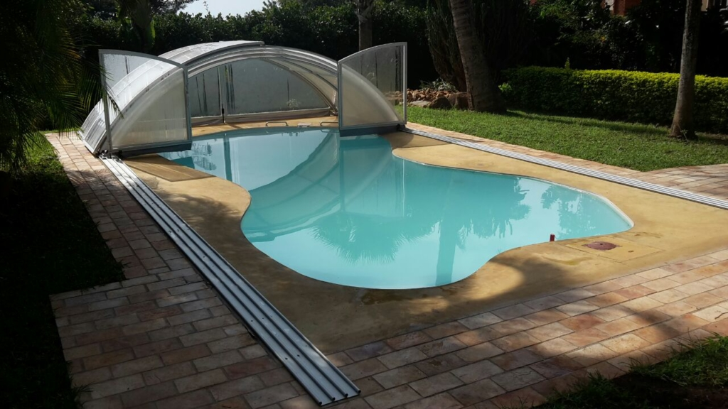 Swimming Pool Comparison : Swimming pool fence vs polycarbonate enclosure the