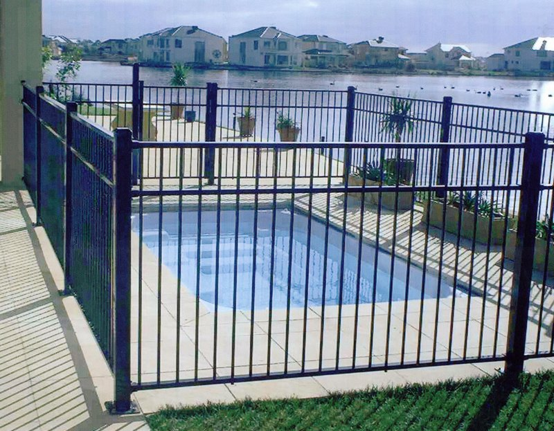 Swimming Pool Fence VS Polycarbonate Pool Enclosure: The ...