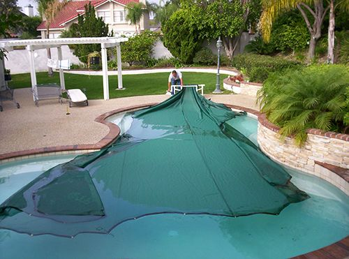 Swimming Pool Comparison : Swimming pool blanket cover vs polycarbonate