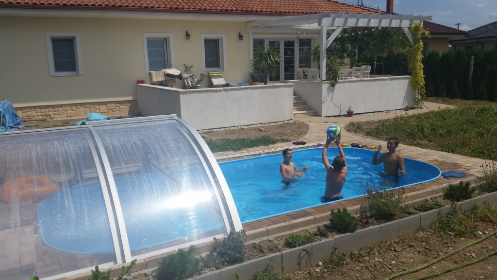 Swimming pool blanket cover vs polycarbonate pool enclosure the ultimate comparison excelite Retractable swimming pool enclosures